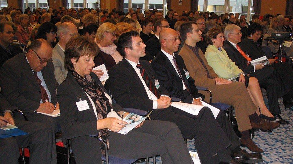 """Über 1000 Pflegekräfte und Fachexperten aus ganz Deutschland waren zur """"Pflege 2005"""" angereist, in deren Rahmen der 10. Pflege-Recht-Tag stattfand,"""