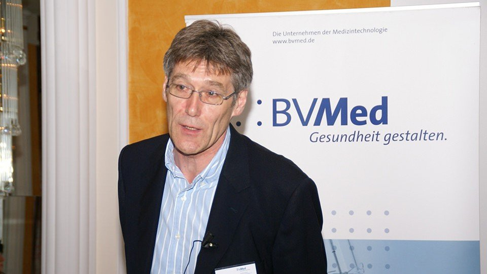 """Dr. Wolf-Rüdiger Klare, Oberarzt und Geschäftsführer des Deutschen Instituts für Wundheilung: """"Die Versorgung chronischer Wunden verlangt Spezialkenntnisse."""""""