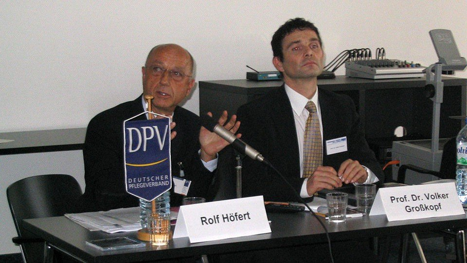Fast 200 Teilnehmer debattierten mit den Referenten Rolf Höfert und Prof. Dr. Volker Großkopf.