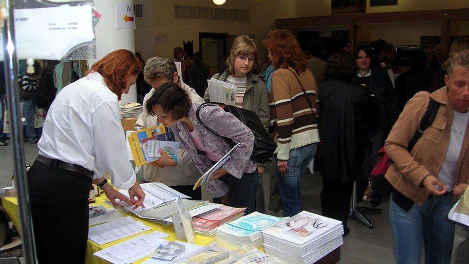 Reges Publikumsinteresse an Fachliteratur auf dem 15. Altenpflegetag der DBVA.