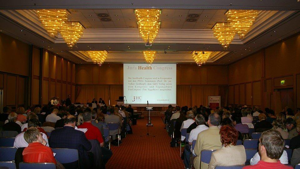 An zwei Tagen fanden bis zu drei parallel verlaufende Vorträge und Workshops statt. Blick in das Plenum der Hauptvortragsserie.