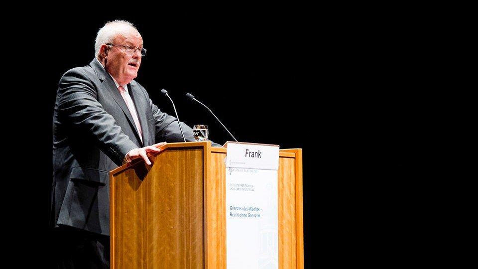 DRB-Vorsitzender Christoph Frank bei seinem Einführungsreferat.