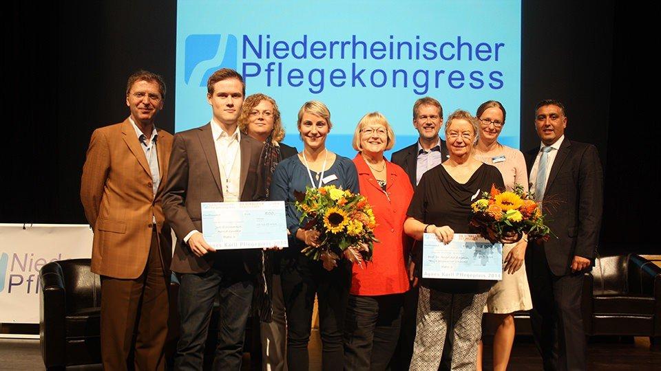 Die Preisverleihung mit Angelika Zegelin (3. v.r.)