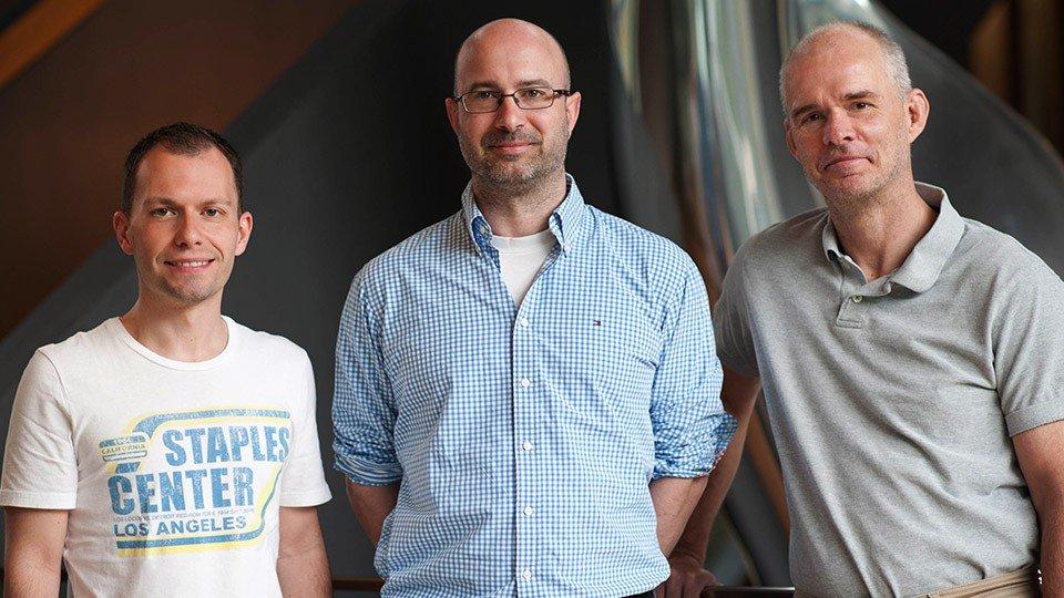 Haben einen neuen HIV-Hemmstoff mit großem Potential entdeckt (v.l.): Dr. Onofrio Zirafi, Prof. Jan Münch und Prof. Frank Kirchhoff