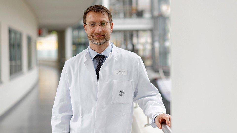 Prof. Dr. Mathias Pletz leitet die Klinische Forschergruppe Infektiologie am Universitätsklinikum Jena.