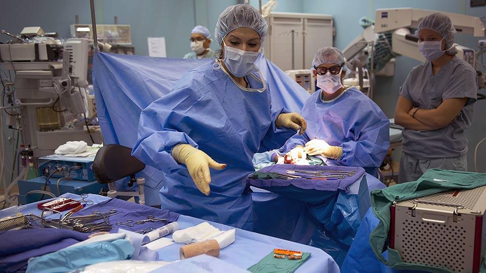 Metallartefakte in einer Operationswunde zurückgelassen.