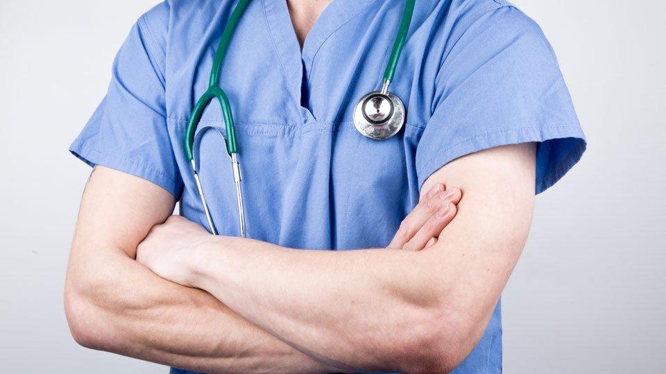 Laut einer Bundesratsinitiative des Landes Berlin soll die Leiharbeit in der Pflege verboten werden.