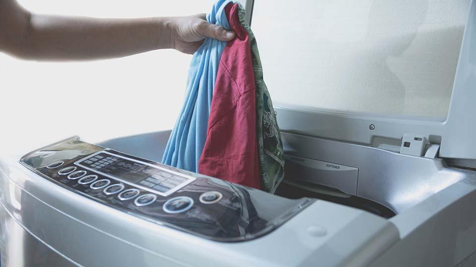 Eine sichere Desinfektion der Kleidung ist durch die Heimwäsche kaum möglich. Wie die Stiftung Warentest 2013 herausfand, werden bei vielen Haushaltswaschmaschinen die eingestellten 60 °C nicht erreicht.