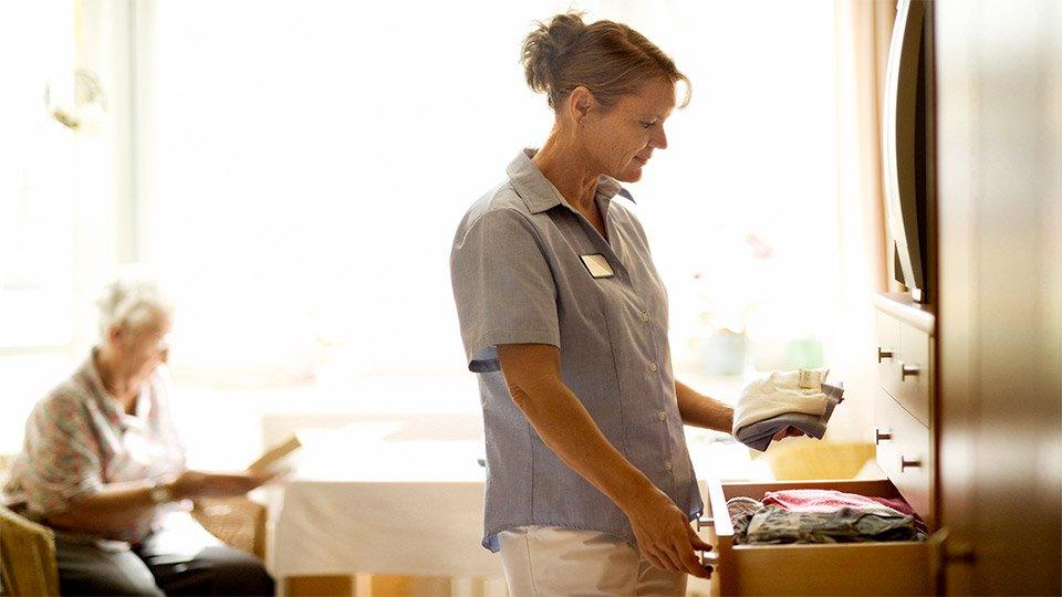 Die professionelle Aufbereitung der Wäsche erweist sich für Pflegeeinrichtungen als besonders nachhaltig und verantwortungsvoll gegenüber der Umwelt.
