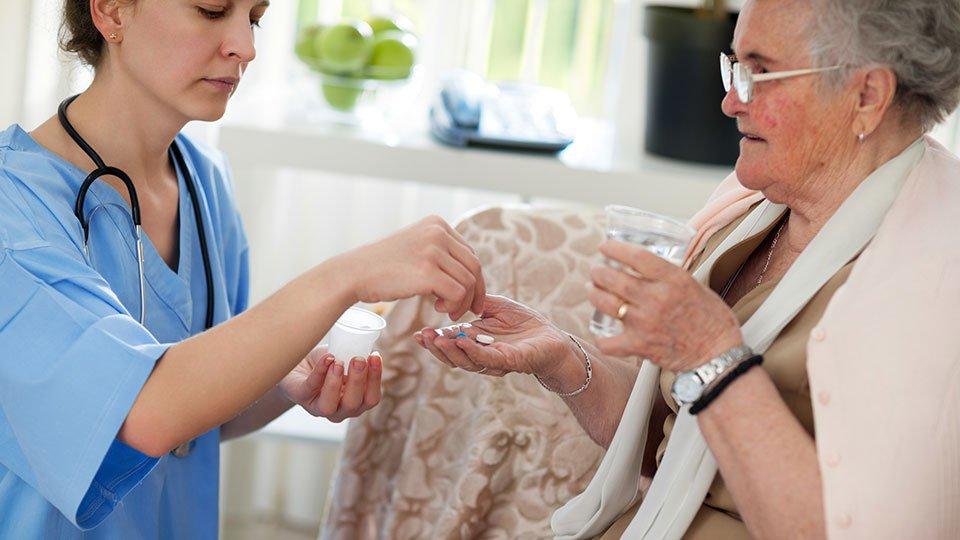 Im Rahmen der Konzertierten Aktion Pflege steht unter anderem die Idee der Zeitvergütung für Pflegeleistungen auf der Agenda.