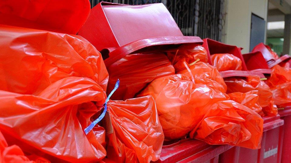 OP-Abdeckungen und OP-Mäntel sorgen für eine hohe Plastikmüll-Produktion.