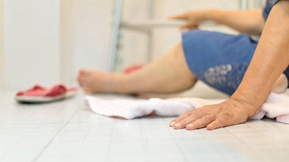 Bei kreislaufinstabilen Patienten darf eine Mobilisationsmaßnahme nur nach vorangegangener Kontrolle von Blutdruck, Puls und Atmung und bei stabilen Werten erfolgen. Zudem ist die Begleitung duch eine Pflegefachkraft erforderlich.