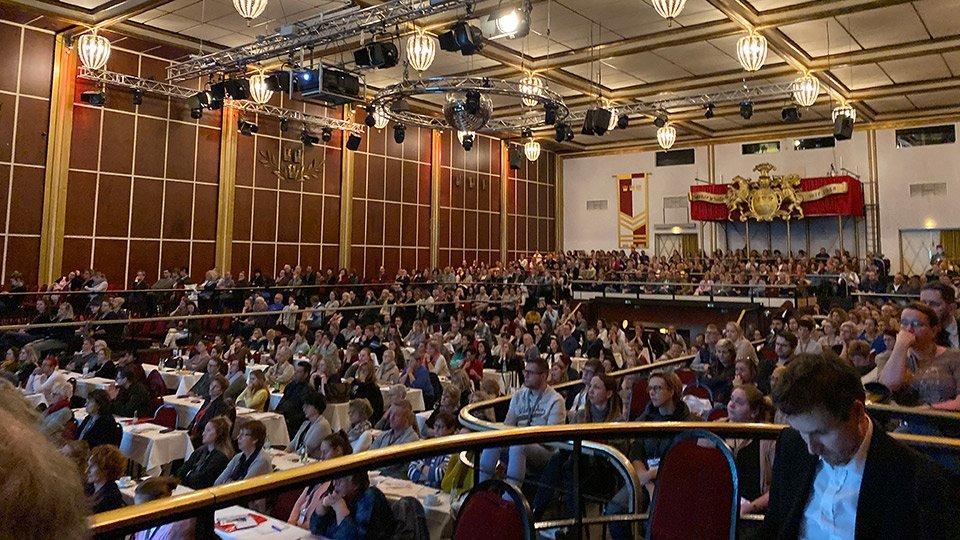 Mit über 1000 Teilnehmern ware der Saal des Hauptprogramms beim 12. IWC in Köln voll umfänglich ausgefüllt.