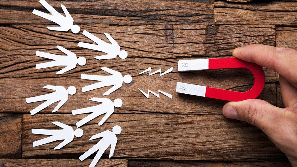 Die besten Ideen werden gesucht: Mit welchen Maßnahmen kann dem Personalmangel in der Pflege entgegengewirkt werden?