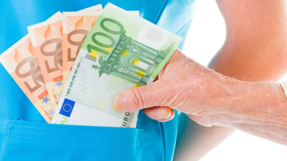 """Darlehen von 800 Euro geht weit über das hinaus, was als """"kleine Aufmerksamkeit"""" gilt."""