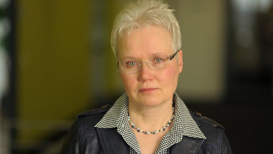 Prof. Gertrud Hundenborn, Professorin (em.) für Pflegepädagogik und Pflegefachdidaktik an der Katholischen Hochschule Nordrhein-Westfalen im Fachbereich Gesundheitswesen. Die Entwicklung der Curricula für die neue Pflegeausbildung hat sie maßgeblich mitgestaltet.