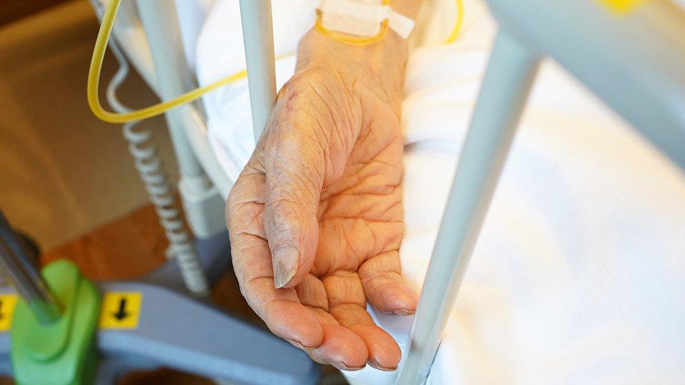 Das Bundesverfassungsgericht hat das Verbot der geschäftsmäßigen Sterbehilfe für verfassungswidrig erklärt.