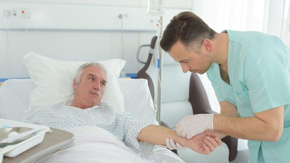 Der Will des Patienten hat oberste Priorität. Daher ist es zu respektieren, wenn er eine medizinische oder pflegerische Behandlung ablehnt. Bestimmte Voraussetzungen und Vorgehensweisen müssen dabei immer beachtet werden.