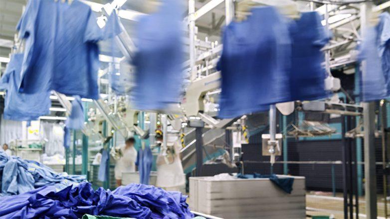 Die Versorgung mit hygienisch einwandfrei aufbereiteten Textilien und Bekleidungen für Pflege und Ärzte ist enorm wichtig, als systemrelevant gelten die externen Wäschereidienstleister bislang jedoch nicht.