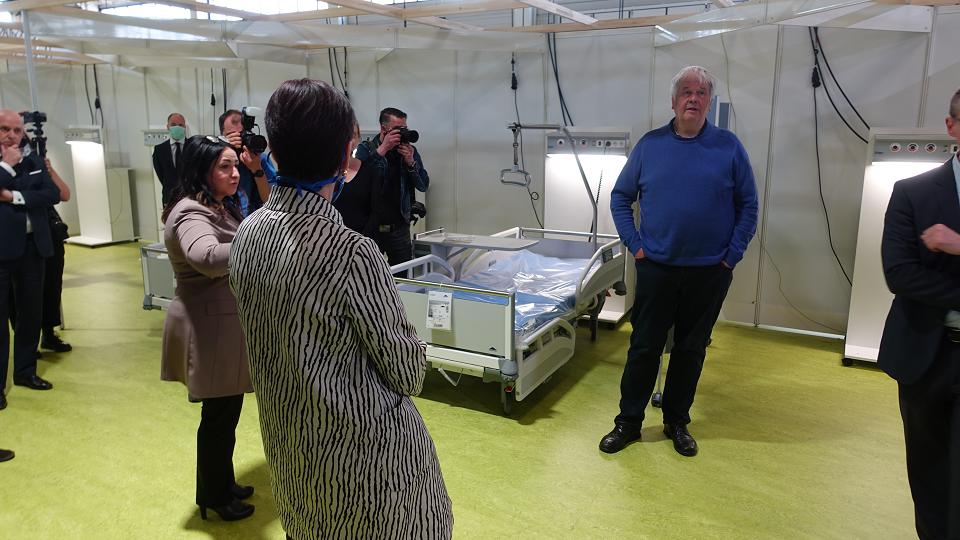 Die Berliner Gesundheitssenatorin Dilek Kalayci bei der Eröffnung des Corona-Behandlungszentrums Jafféstrasse auf dem Messegelände am Montag (11. Mai 2020).