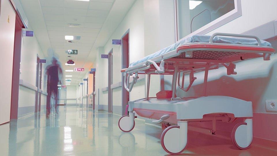 Im Rahmen der Sorgfaltspflicht gegenüber Patienten bzw. Bewohnern müssen Rundgänge im Nachtdienst in regelmäßigen Intervallen erfolgen. Eine gesetzliche Grundlage zur genauen Anzahl der erforderlichen Rundgänge gibt es nicht.