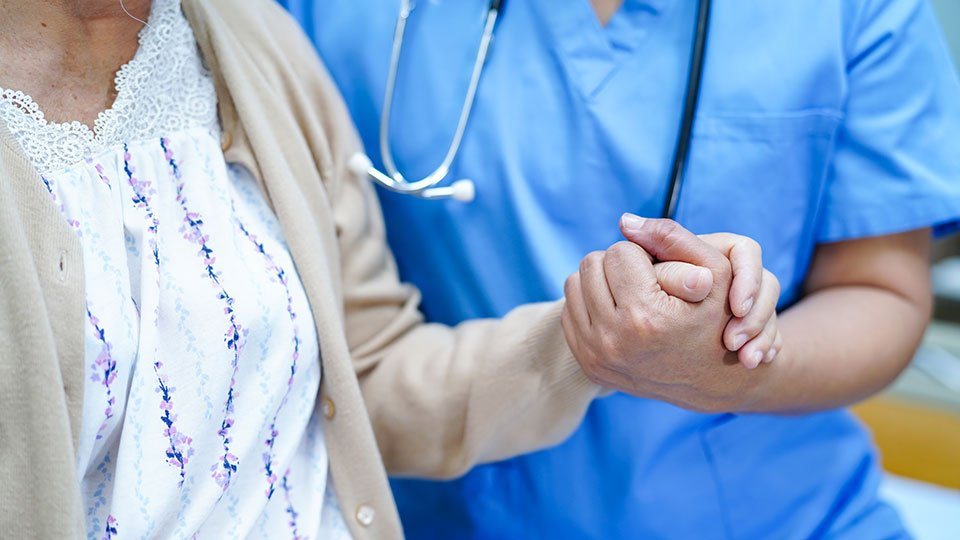"""Der Expertenstandard """"Schmerzmanagement in der Pflege"""" ist aktualisiert worden."""