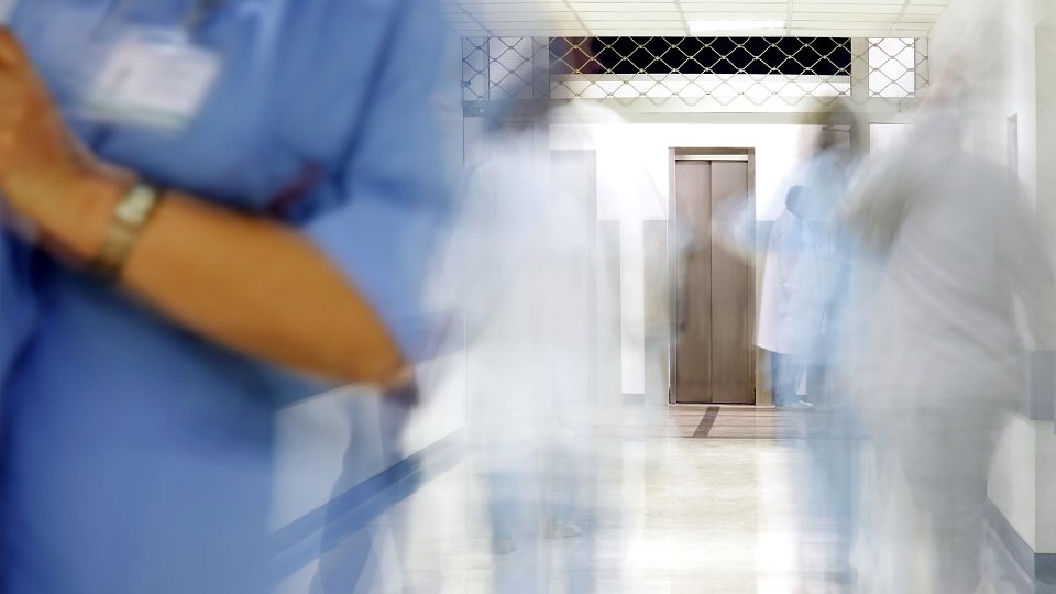Korridor im Krankenhaus auf Intensivstation (Symbolbild)