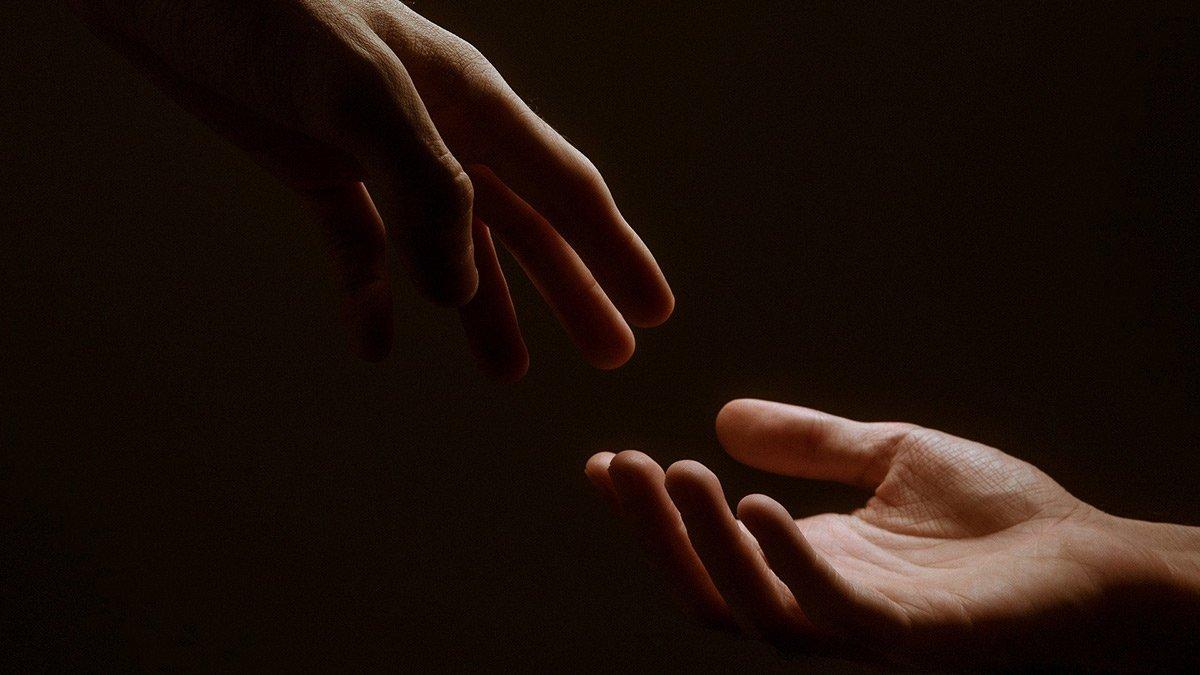 Hand reichen (Symbolbild)