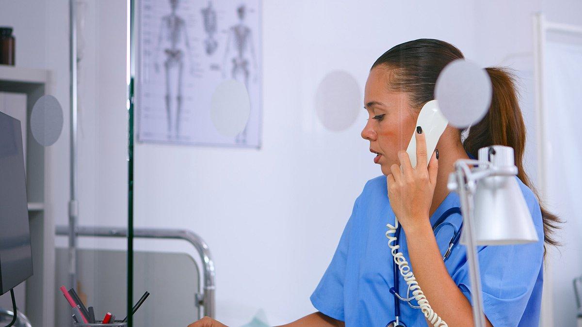 Entlastung für Pflegekräfte durch die Telefon-Hotline PSU Helpline.