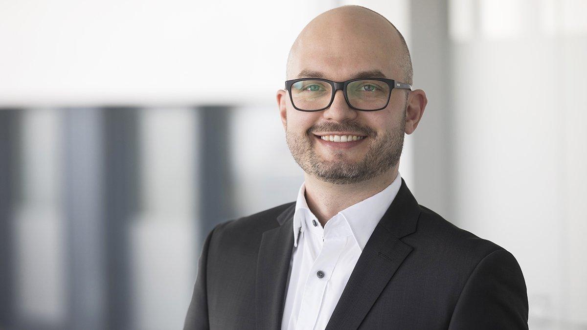"""Dr. Timo Hammer, Geschäftsführer der Gütegemeinschaft sachgemäße Wäschepflege e.V.: """"Ohne die professionelle Wiederaufbereitung verschmutzter Wäsche von Krankenhäusern oder Pflegeheimen wäre das Gesundheitswesen lahmgelegt."""""""